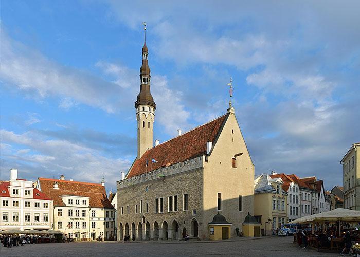 Здание Ратуши и Ратушная площадь в Таллинне