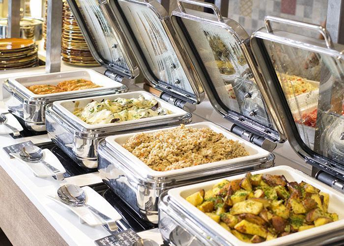 Еда на пароме: ужин - шведский стол