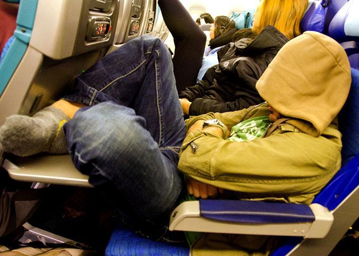 Как выспаться в автобусе? Что взять с собой