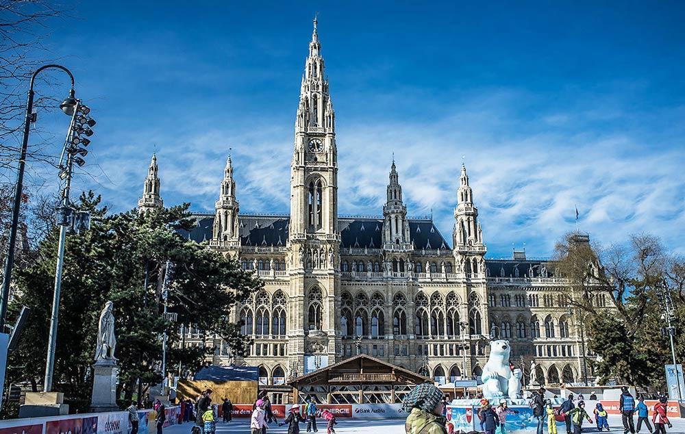 каток на площади в Вене