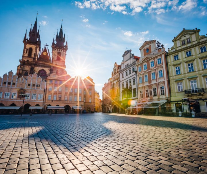 солнечная площадь Прага