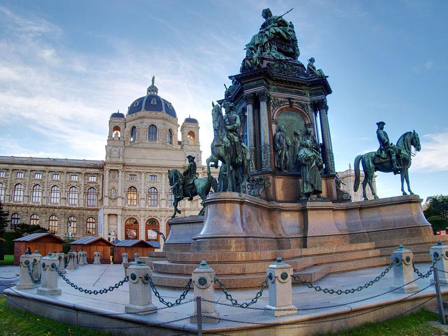 памятник Марии Терезии в Вене